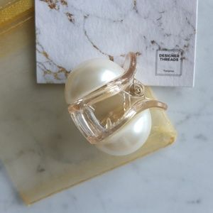 Accessories - Big Pearl Hair Clip - Translucent Blonde Base